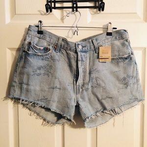 LEVIS 501 NWT  Cut off shorts w/palm tree print